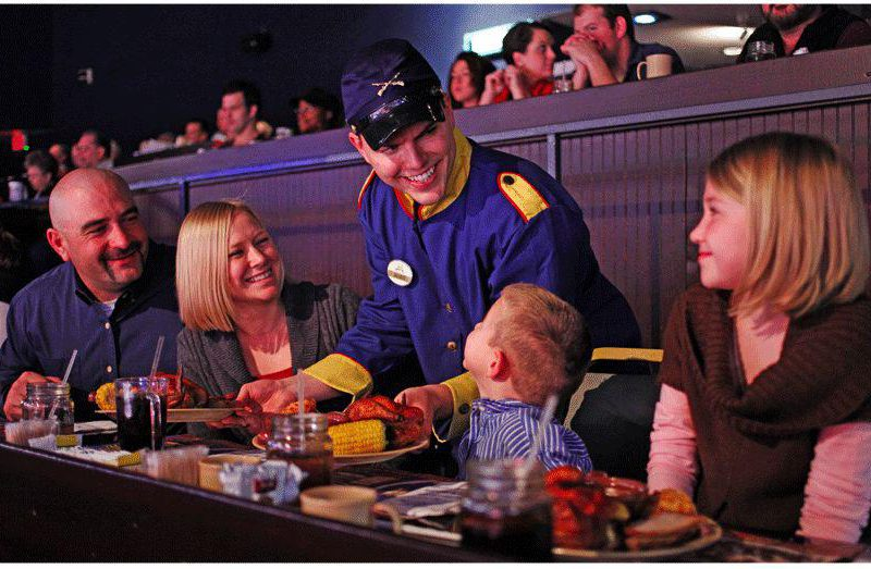 4 of the Best Dinner Shows in Pigeon Forge TN